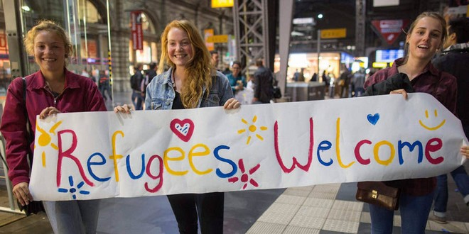 Welcome refugees filles blondes