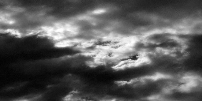 Ciel orageux nuages gris
