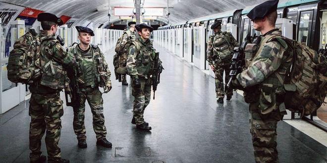 Opération Sentinelle chasseurs alpins métro Paris