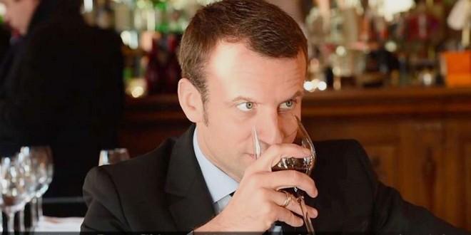 Emmanuel Macron repas sans vin repas triste