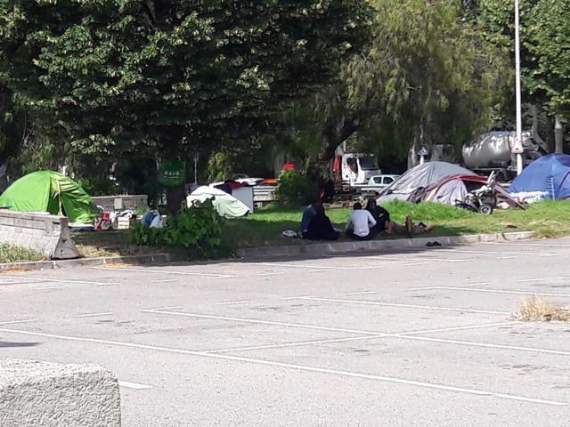 Tentes immigrés clandestins RN202