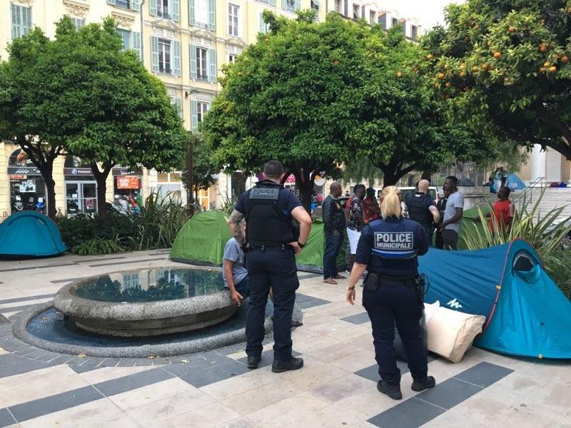 Des campements de migrants en plein centre de Nice!