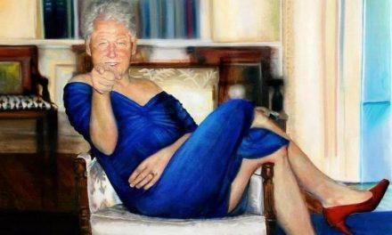 L'homme en robe bleue et les morts du débarquement