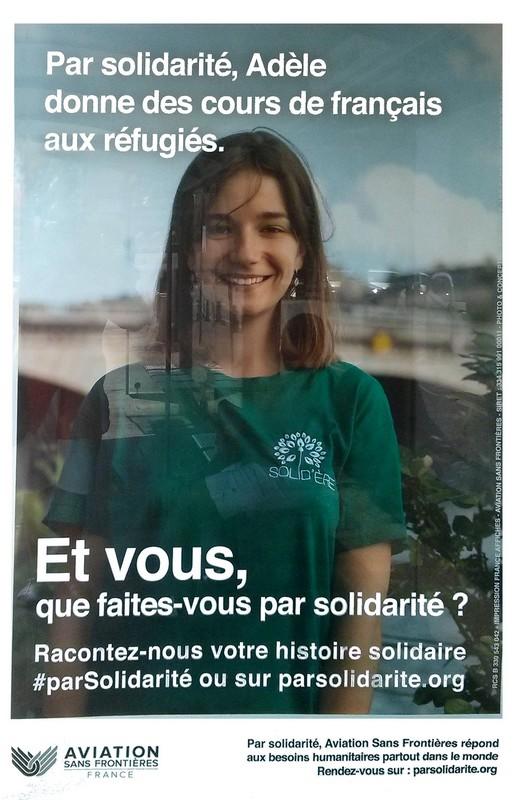 Par solidarité Adèle des cours de français aux réfugiés