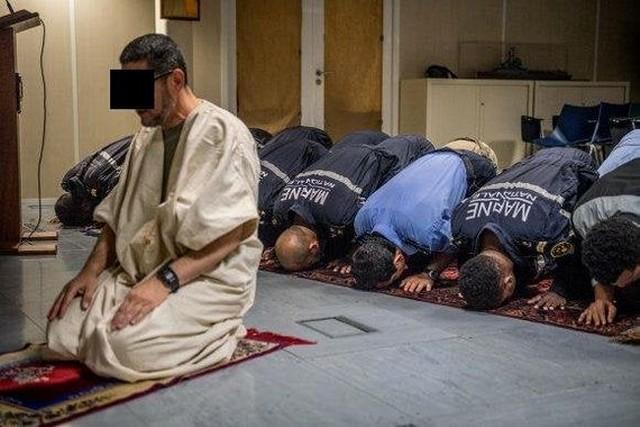 Marins musulmans prière