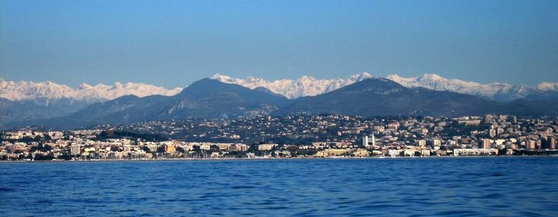 Alpes Maritimes - mer - montagne - béton