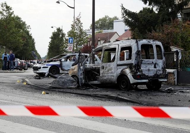 Viry-Châtillon - 8 octobre 2016 - véhicules police incendiés