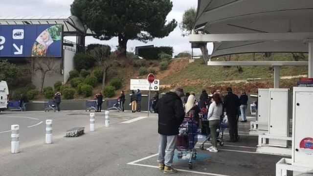 Queue magasin - Carrefour Antibes