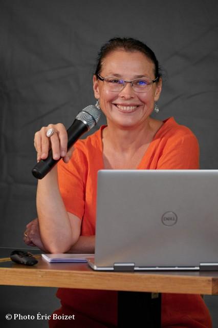 """Valérie Bugault le 12 septembre 2020 à Nice lors de la présentation de son dernier livre """"Les origines cachées du désordre mondial"""""""