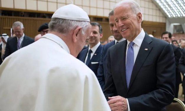 Pourquoi le pape François s'est-il précipité pour féliciter JoeBiden?