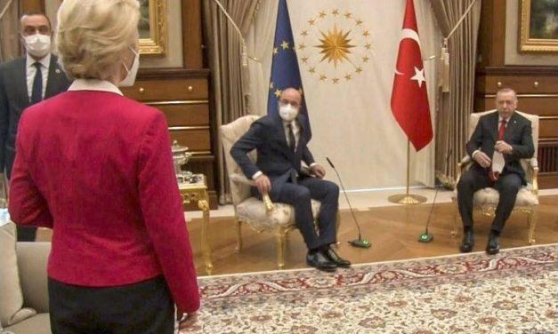 Le sultan, les poltrons et lesofa