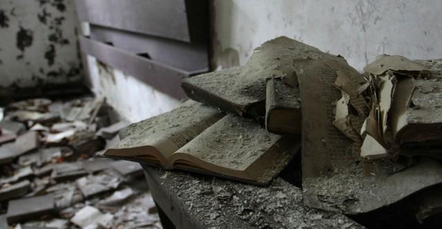 Vieux livres poussiéreux