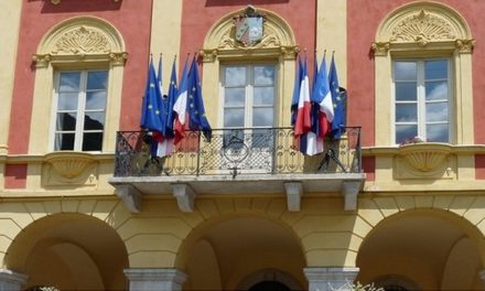 En prison pour avoir décroché le drapeau européen